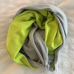 Lululemon vinyasa scarf, rulu light grey/antidote